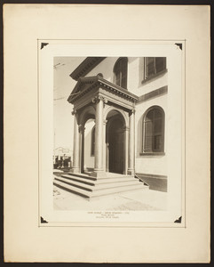 Front entrance of Touro Synagogue