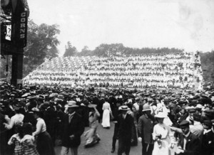 Living tableau of the American Flag with forty-five stars, Boston Common, Aug. 16, 1904