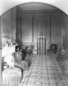 Interior view of the Gardner Brewer House, sitting room, 29 Beacon St., Boston, Mass., undated