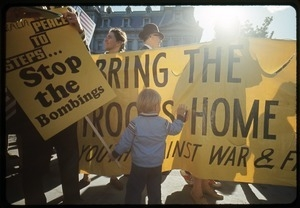 Anti-Vietnam war protesters with banner 'Bring the troops home now': Washington Vietnam March for Peace