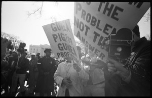 Counter-protesters opposing the antiwar march, carrying signs reading 'Guinea pigs for Guinea professors': news media looking on: Washington Vietnam March for Peace