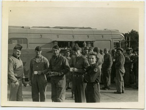 Army Air Force members in front of an American Red Cross Clubmobile
