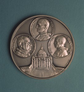 Medallion of Pope John XXIII, Pope Paul VI and Pope Pius XII.