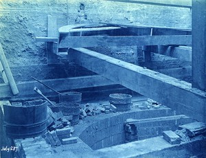 Pit, with buttresses and relieving arch just above 6th offset from top of tank;