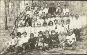 Co-ed class of grammar school children