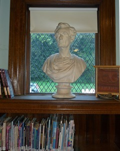 Griswold Memorial Library: bust of Abraham Lincoln