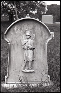 Gravestone of Samuel Heath (1884), 16th New York Infantry veteran (Civil War), Grassy Hill Cemetery (back of stone with carving of soldier in uniform)