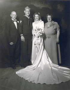 Wedding couple and her parents
