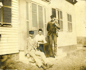John R. Dyer with his parents, John B. and Louisa Dyer, and cats, 'Jewel' and 'Blossom'