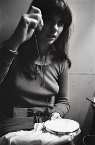 Linda Ronstadt at Paul's Mall: Ronstadt backstage, working on needlepoint