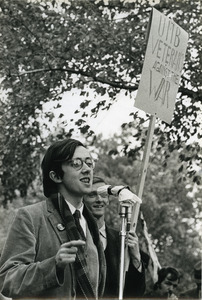 Raymond Mungo speaking at antiwar rally
