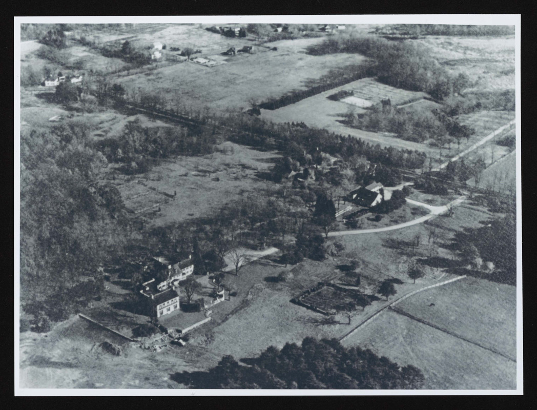 Aerial view of 862 Bay Road