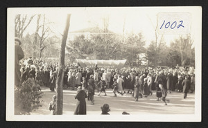 Trek to Ohio re-enactment, 1937, people at the Congregational Church for departure
