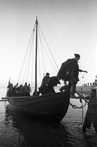 """Emigrants"" arrive at Plymouth Rock, Plymouth"