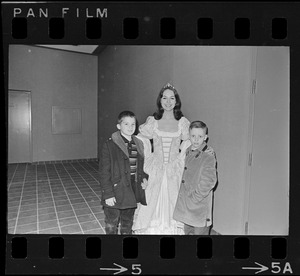 """Actor in """"Puss in Boots -- The Canterbury Cat"""" by the Charles Playhouse Musical Theatre for Children at War Memorial Auditorium posing with two children"""