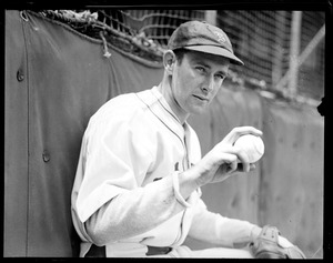 Randy Moore of the Braves shows his throwing grip