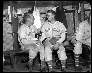 Carl Hubbell shakes hands with teammate after pennant clinching win