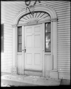 Kingston, Rhode Island, exterior detail, door, J. Hagadorn Wells house