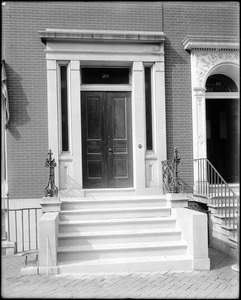 Baltimore, Maryland, 20 West Franklin Street, exterior detail, door, unknown house