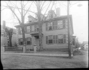 Portsmouth, New Hampshire, 346 Pleasant Street, Governor John Wentworth house