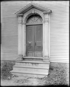 Portsmouth, New Hampshire, 166 Marcy Street, exterior detail, door, Pearson-Woodson house