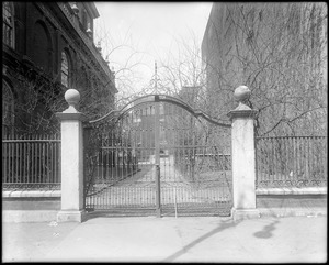 Philadelphia, Pennsylvania, 20 North American Street, exterior detail, gate and posts at 2nd Street entrance, Christ Church, built 1724-1754