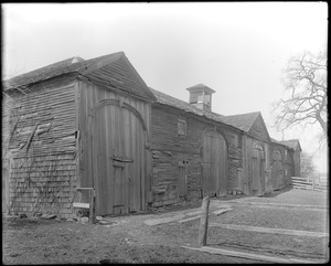 Peabody, Massachusetts, unknown street, front and side, barn at Osborne house, 1798