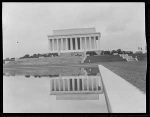 Lincoln Memorial in Reflecting Pool, Washington