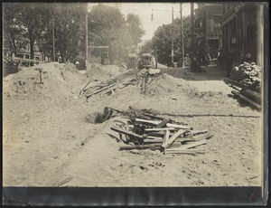 Distribution Department, Northern High Service Pipe Lines, abolishing grade crossing, burning lead joints in 30-inch pipe, Pleasant Street, Malden, Mass., Aug. 10, 1909