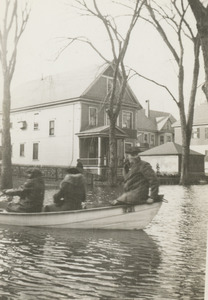 Looking west on Salem St., lst 2 houses before Osgood St., N. And., boat