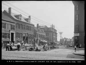 Distribution Department, Low Service Pipe Lines, removing 20-inch pipe, Broadway and Williams Street, Chelsea, Mass., Aug. 29, 1917