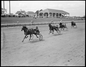 Finish of first heat of 2.20 trot at Rockingham, Salem N.H.
