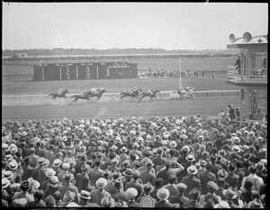 Crowd watches race at Rockingham