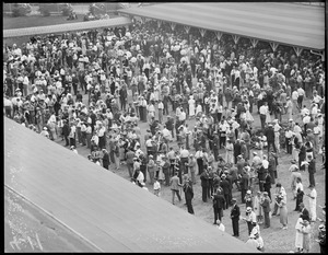 Crowd at Rockingham in New Hampshire
