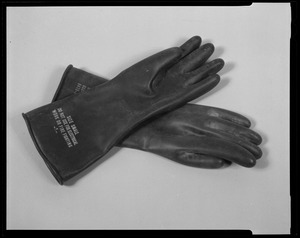Line item (J-70393) gloves, toxicological agents protective: man's butyl rubber