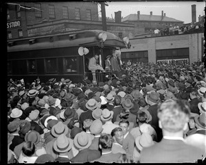 Alf Landon campaigning from train