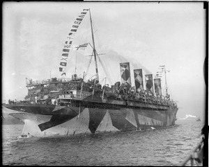 SS Mauretania sailing into N.Y. Harbor with new veterans