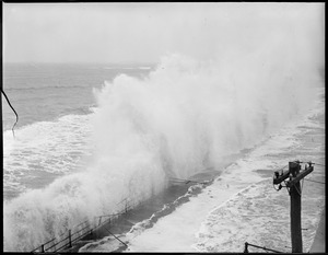 Storm - with surf, Winthrop Beach (Shore Drive)