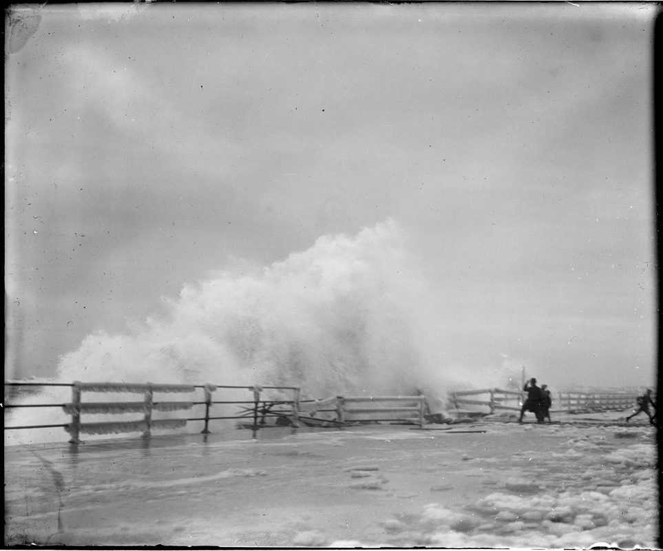 A remarkable surf picture at Winthrop Beach during a big northeaster