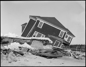 Storm wrecks house, Hampton Beach