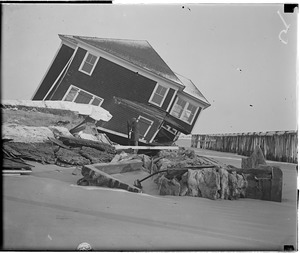 Storm raises havoc with cottages, Hampton Beach, New Hampshire