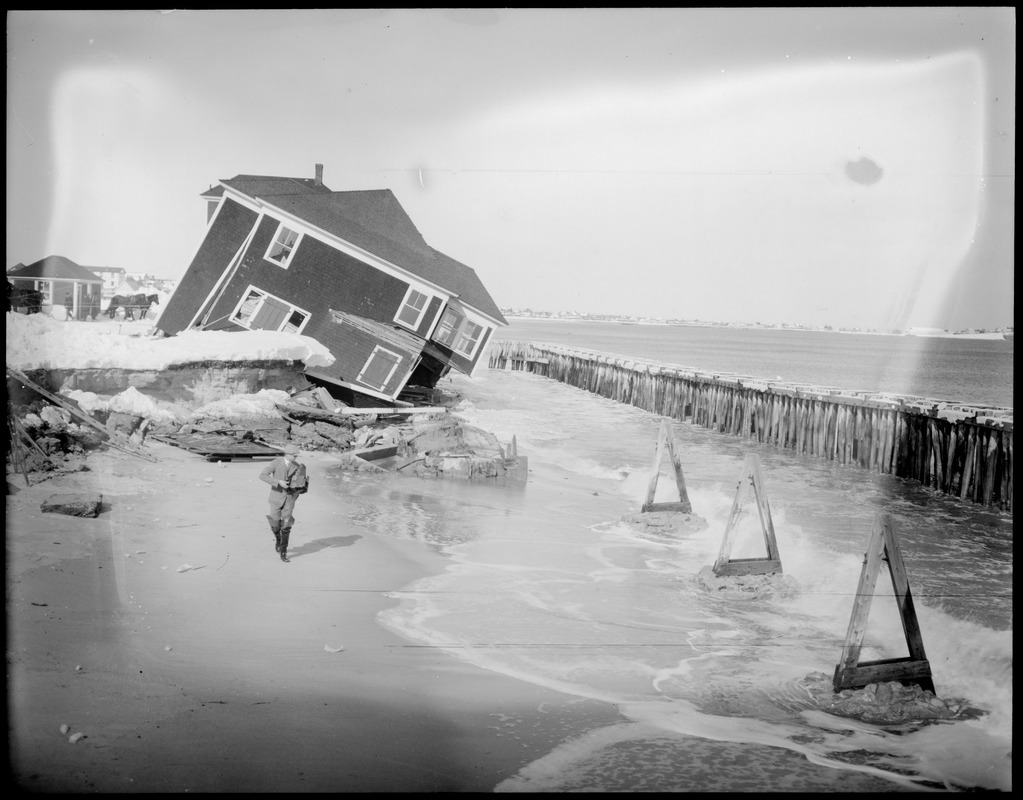 Storm washes cottages into the sea at Hampton Beach, N.H.