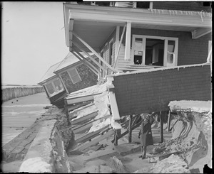 Storm raises havoc to cottages at Hampton Beach, N.H.