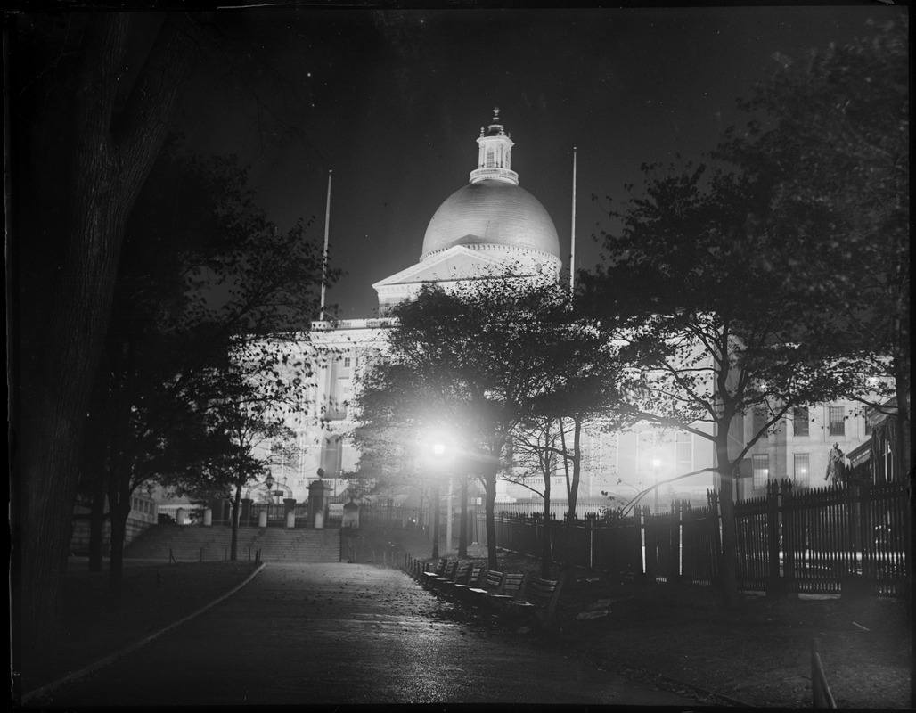Mass State House lighted up to celebrate Jubilee
