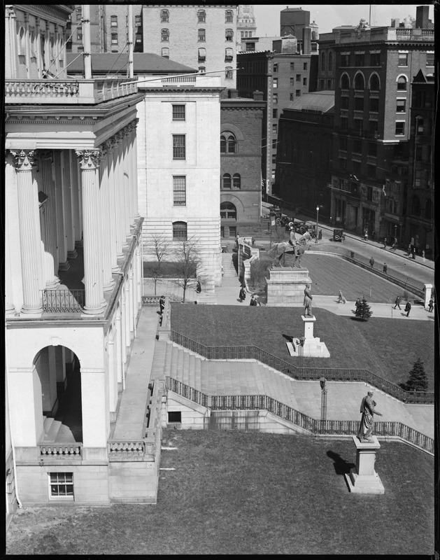 Bird's eye view of State House lawn and steps