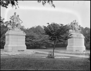 French statues, Franklin Park