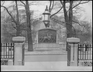 Beacon St., Shaw's statue from State House steps
