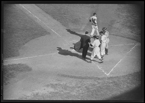 Williams crosses plate at Fenway