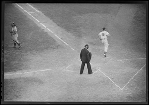 Williams crosses the plate, possibly vs. N.Y.