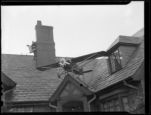 Airplane decoration on house
